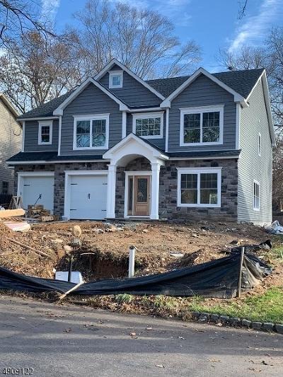 Livingston Twp. Single Family Home For Sale: 18 Elmwood Dr