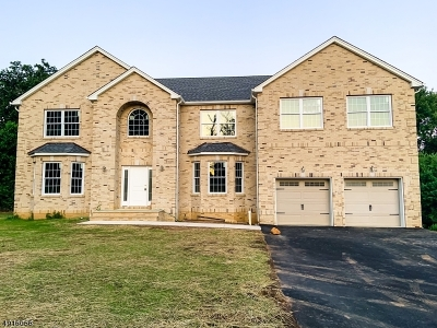 South Brunswick Twp. Single Family Home For Sale: 21 Major Rd