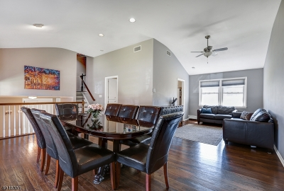 Springfield Twp. Single Family Home For Sale: 29 Hemlock Ter
