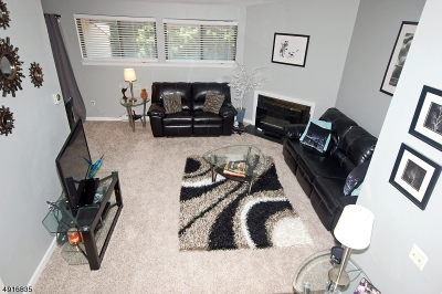 Union Twp. Condo/Townhouse For Sale: 30 Overlook Dr
