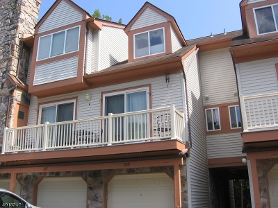 Roxbury Twp. Condo/Townhouse For Sale: 227 Woods Edge Dr