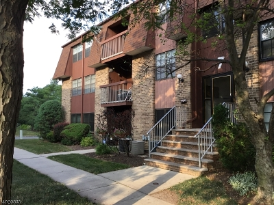 Woodbridge Twp. Condo/Townhouse For Sale: 75-A Golden Sq