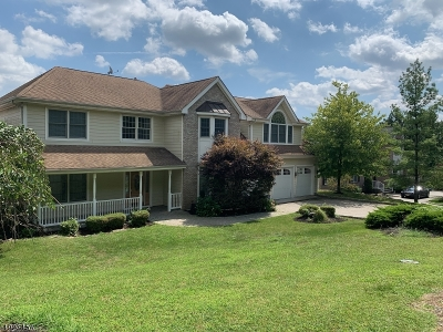 West Orange Twp. Single Family Home For Sale: 33 Mountain Dr