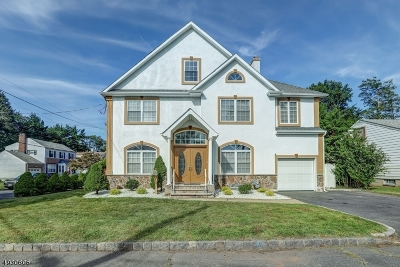 Springfield Single Family Home For Sale: 69 Kew Dr