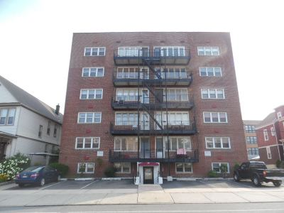Bayonne Condo/Townhouse For Sale: 68 West 32nd St #S-1