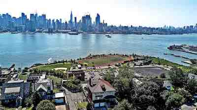 Weehawken Single Family Home For Sale: 53 Kingswood Rd