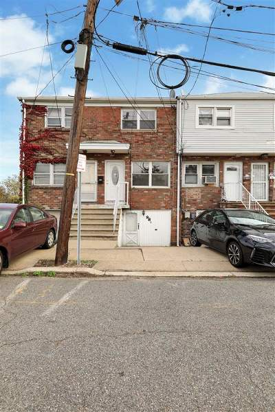 Jersey City Single Family Home For Sale: 98 Suburbia Dr #B