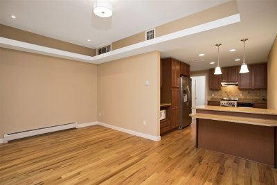 Hoboken NJ Condo/Townhouse For Sale: $569,000