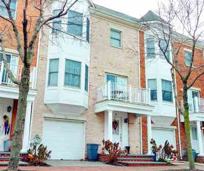 Jersey City NJ Condo/Townhouse For Sale: $899,999
