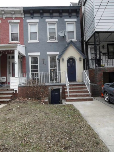 Bayonne Single Family Home For Sale: 99 West 33rd St