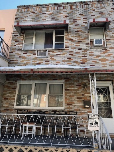Union City Single Family Home For Sale: 525 43rd St