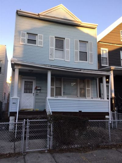 Jersey City Single Family Home For Sale: 206 Pearsall Ave