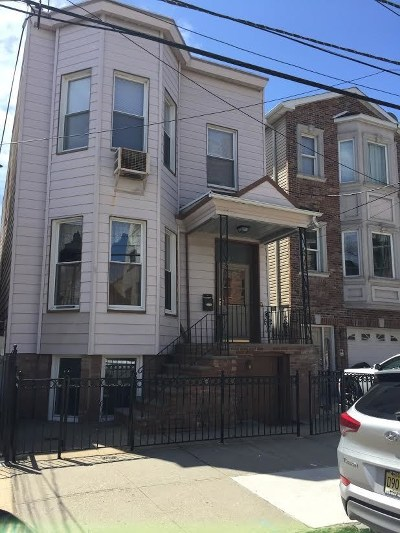 Jersey City Single Family Home For Sale: 137 Charles St
