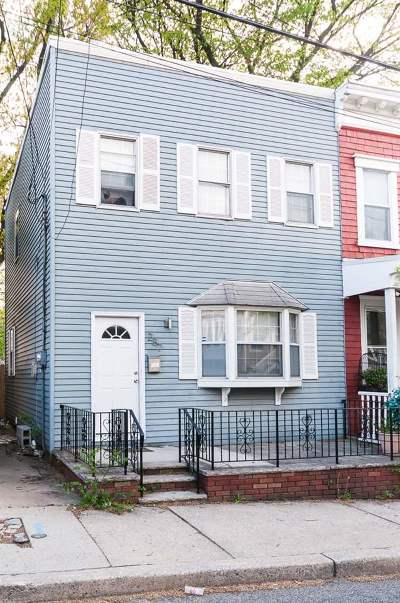 Jersey City Single Family Home For Sale: 287 Lembeck Ave