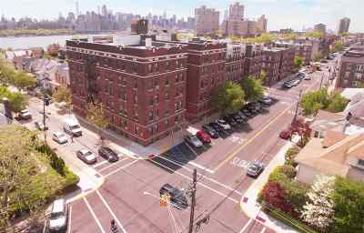 North Bergen Condo/Townhouse For Sale: 7612 Park Ave #A9