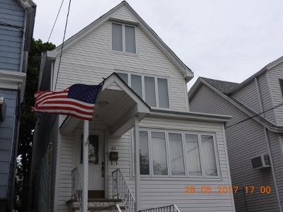 Bayonne Single Family Home For Sale: 43 West 43rd St