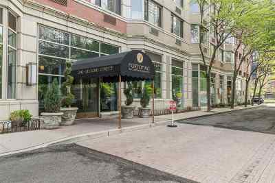 Jersey City NJ Condo/Townhouse For Sale: $879,000