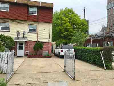 Jersey City Single Family Home For Sale: 2 Laurel Ct