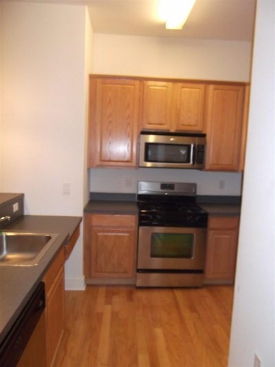 Jersey City NJ Condo/Townhouse For Sale: $240,000