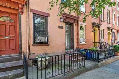 Jersey City NJ Single Family Home For Sale: $1,075,000
