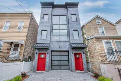 Jersey City NJ Condo/Townhouse For Sale: $699,999