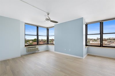 Jersey City NJ Condo/Townhouse For Sale: $929,000