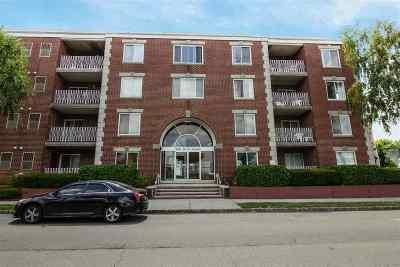 Bayonne Condo/Townhouse For Sale: 200 Park Rd #B7