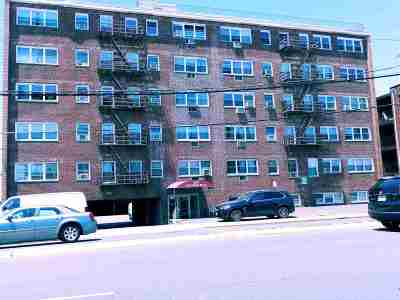 North Bergen Condo/Townhouse For Sale: 8829 Kennedy Blvd #D7
