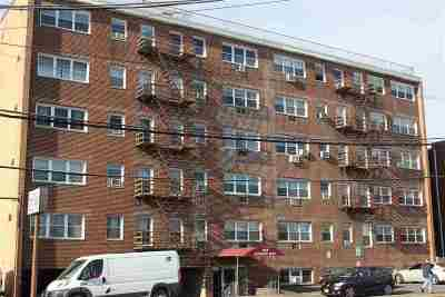 North Bergen Condo/Townhouse For Sale: 8829 Kennedy Blvd #c6