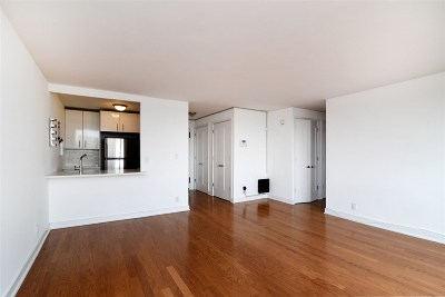 Union City Condo/Townhouse For Sale: 500 Central Ave #907