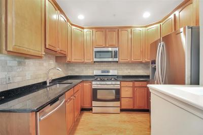 West New York Condo/Townhouse For Sale: 268 Roslyn Ct #268
