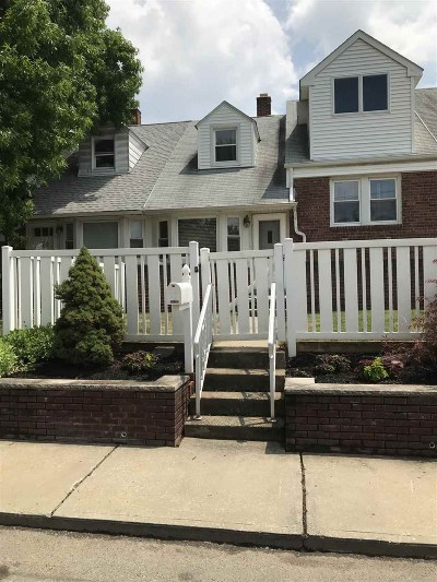 Bayonne Single Family Home For Sale: 24 Parkside Lane