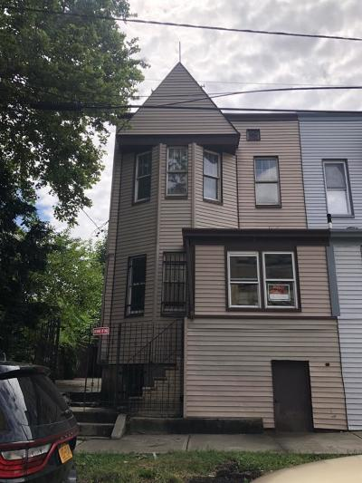 Jersey City Single Family Home For Sale: 144 Romaine Ave