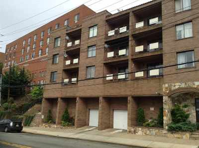 North Bergen Condo/Townhouse For Sale: 1906 Paterson Plank Rd #3A