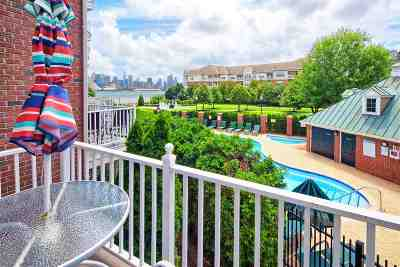 West New York Condo/Townhouse For Sale: 414 Newburgh Ct #414