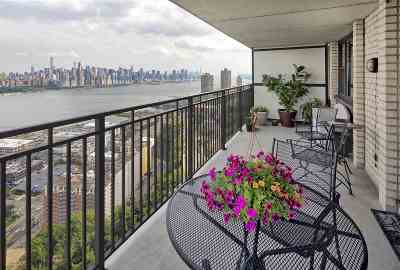 North Bergen Condo/Townhouse For Sale: 7855 Blvd East #27C