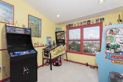 West New York Condo/Townhouse For Sale: 167 Price Ct #167