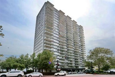 West New York Condo/Townhouse For Sale: 6050 Blvd East #22D