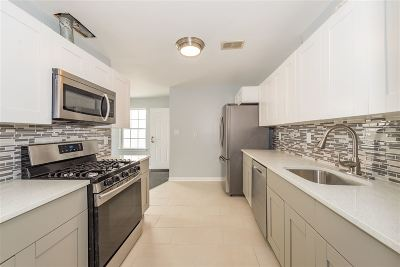 Jersey City NJ Condo/Townhouse For Sale: $599,000