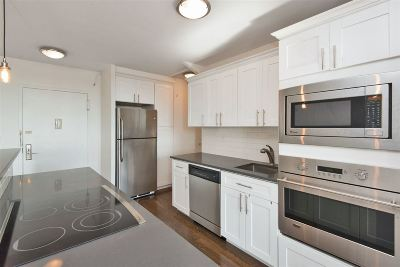 Union City Condo/Townhouse For Sale: 100 Manhattan Ave #1909