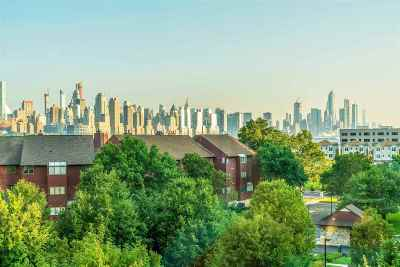 North Bergen Condo/Townhouse For Sale: 8100 River Rd #502