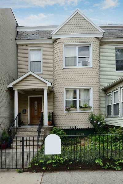 Jersey City Single Family Home For Sale: 2539 Kennedy Blvd