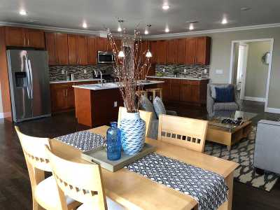 North Bergen Single Family Home For Sale: 6807 Meadowview Ave