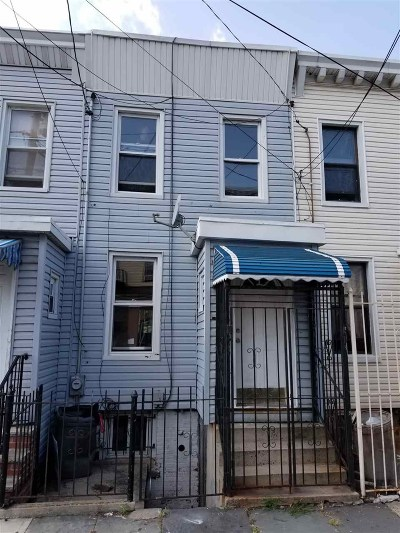 Jersey City Single Family Home For Sale: 137 Van Horne St