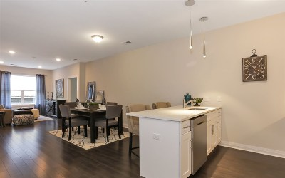 Union City Condo/Townhouse For Sale: 1901 Summit Ave #405