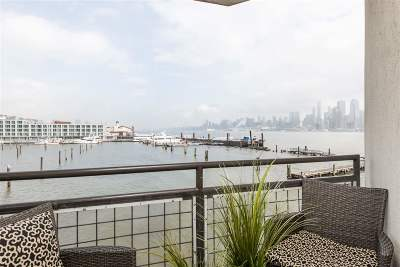 Weehawken Condo/Townhouse For Sale: 600 Harbor Blvd #869
