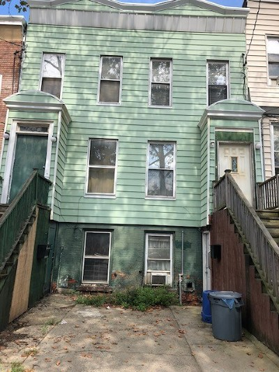 Jersey City Single Family Home For Sale: 18 Highland Ave
