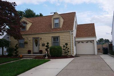Elmwood Park Single Family Home For Sale: 52 Washington Ave