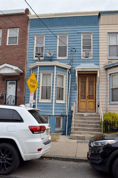 Jersey City Single Family Home For Sale: 68 Virginia Ave