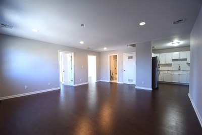 Bayonne Condo/Townhouse For Sale: 215 Prospect Ave #4